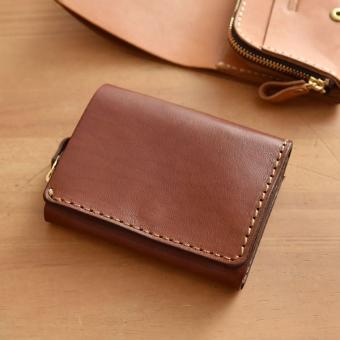 ソフトレザーを使用したコンパクトで使いやすい二つ折り財布「革鞄の ...