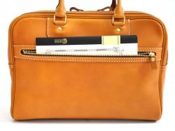 988f85851f3016 カジュアル2本手ビジネス(BW-1) 前面ポケット収納例1. B5ノートがスッと入る大きさです。