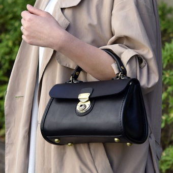 レディースバッグで人気の黒ショルダー