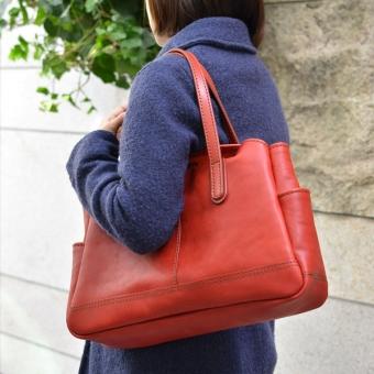レディースバッグで人気の赤トート