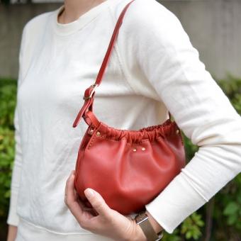 レディースバッグで人気の赤ミニバッグ