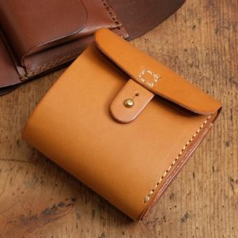 e68a273da90d コロンとした形が可愛らしいギボシ留めの二つ折り財布「革鞄のHERZ ...