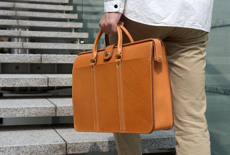 機能性を追求したダレスバッグ