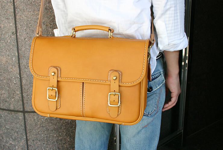 296c4c869f6c ビジネスにもおすすめのギボシ留め2wayショルダーバッグ「革鞄のHERZ ...