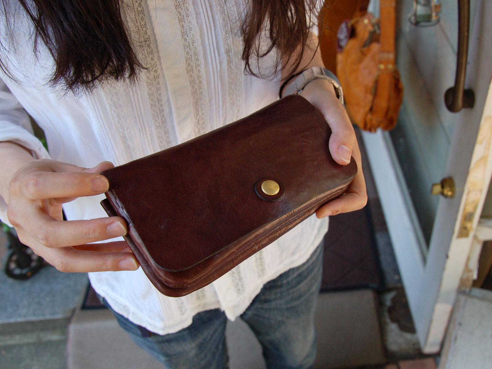 スタッフ愛用品:普段使いのトラベルウォレット・長財布