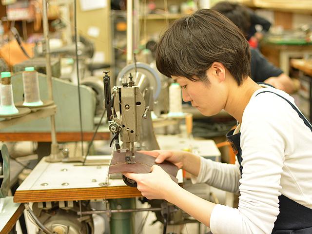 春財布製作中 縫い