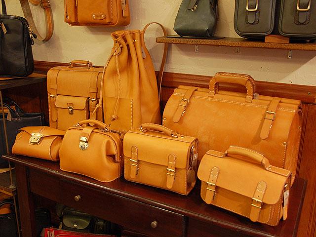 キャメルの革鞄たち