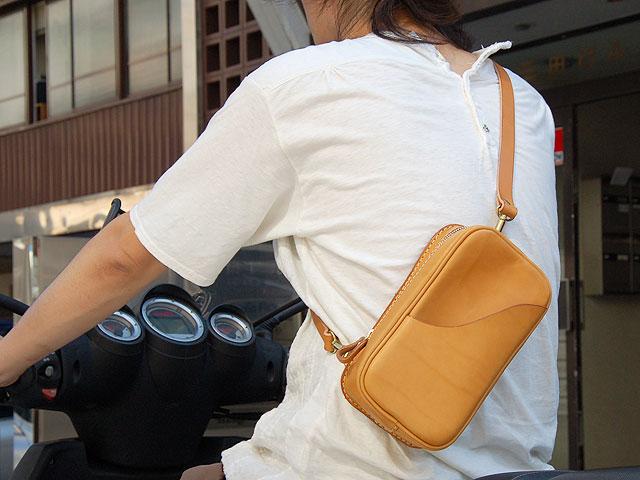 タテ型2wayボディバッグ