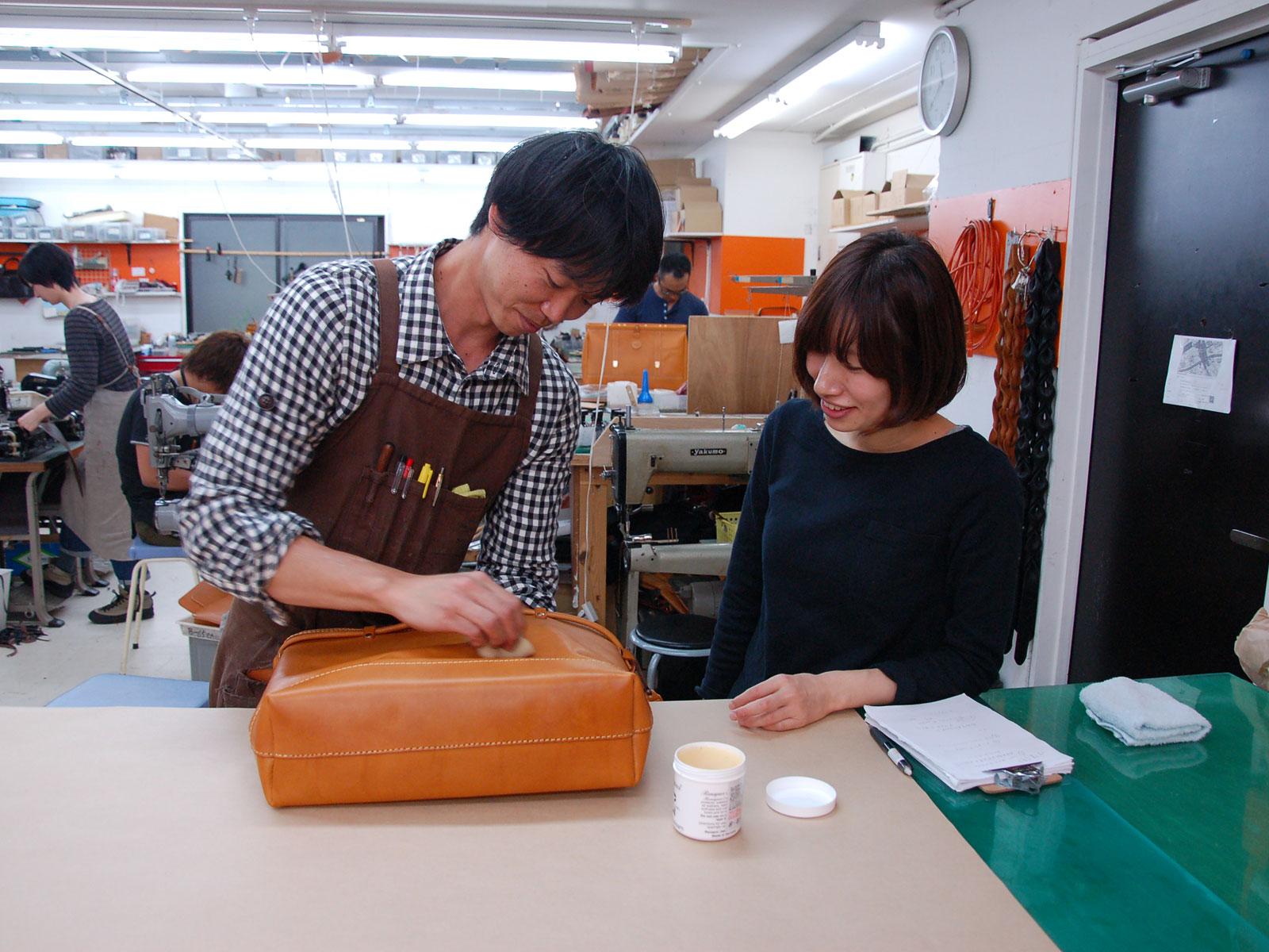 作り手が教える革のお手入れ特集 Vol.2 オイル塗布実践編