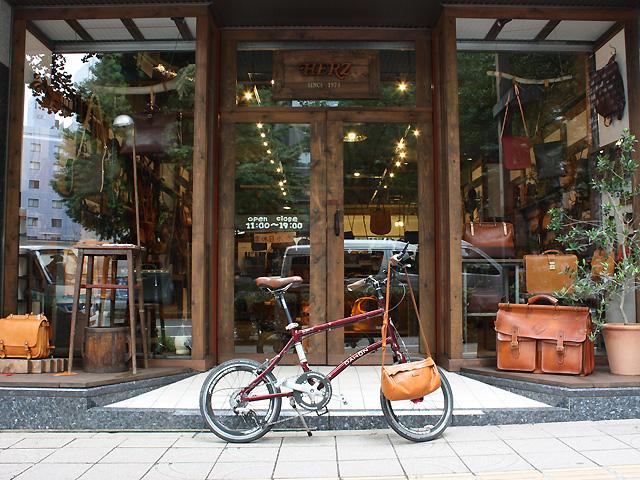 仙台店と自転車と鞄