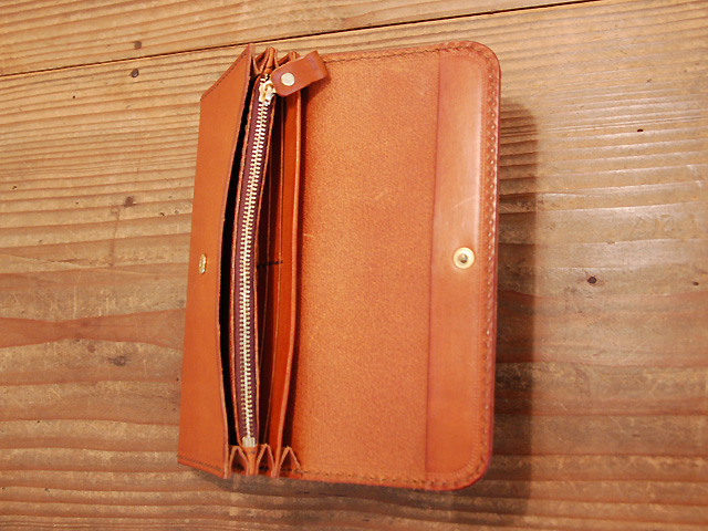 クラッチタイプの長財布オープン