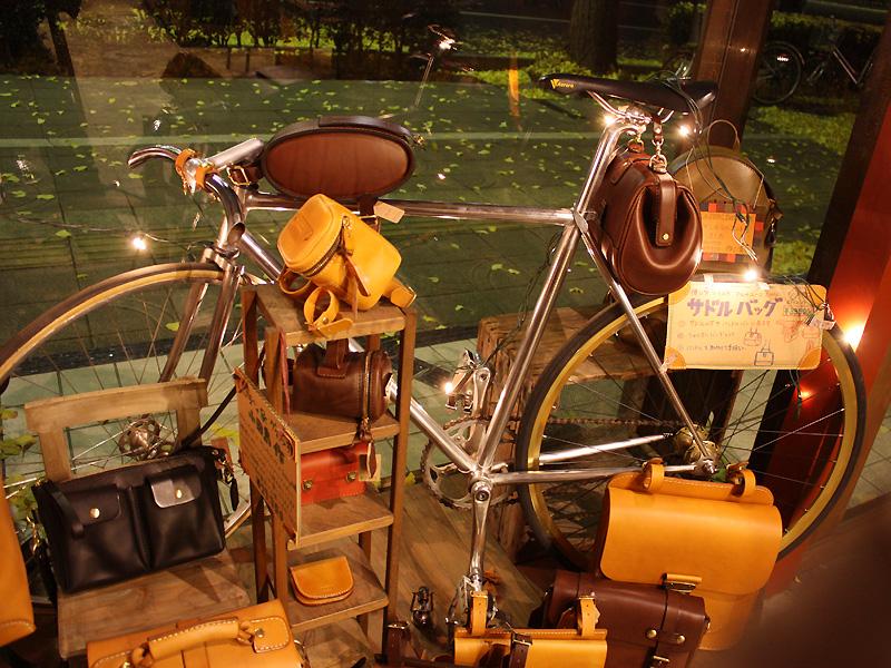 自転車乗り 仙台店ディスプレイ