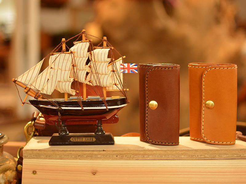 帆船とキーケース
