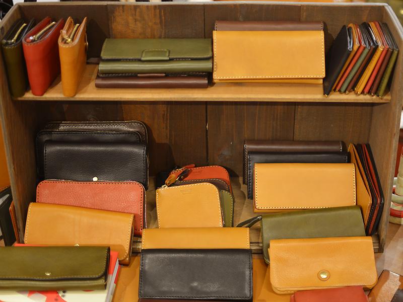 本店の長財布たち