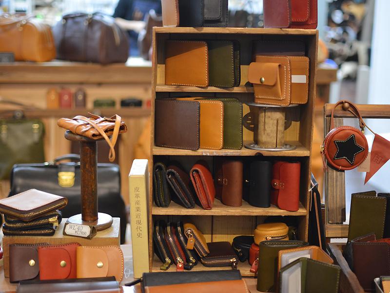 本店の二つ折り財布たち