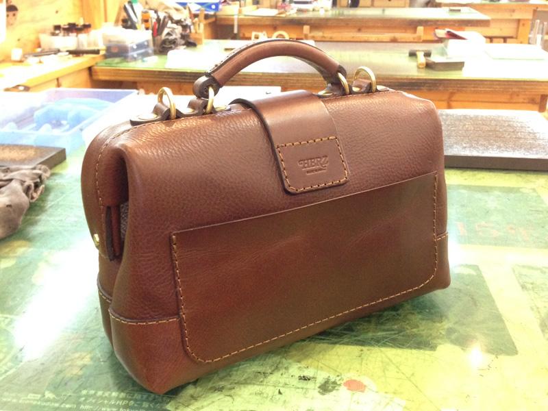 サンプル口枠鞄 背面