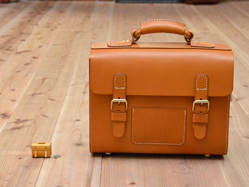実際の鞄と比較