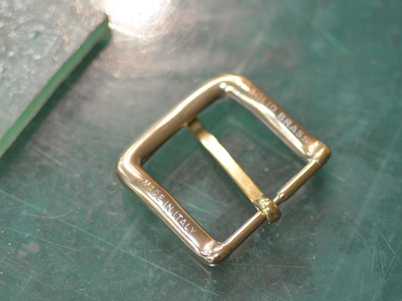 真鍮無垢のイタリア製バックル