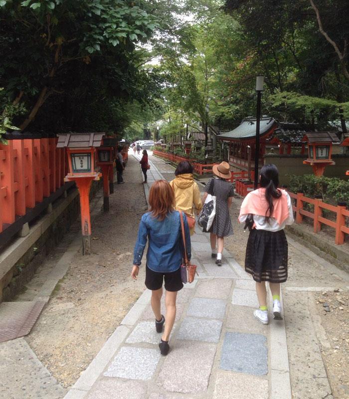 京都に友達数人で観光