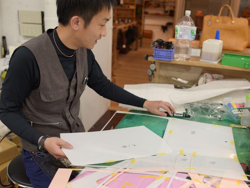 型紙を作る袴田