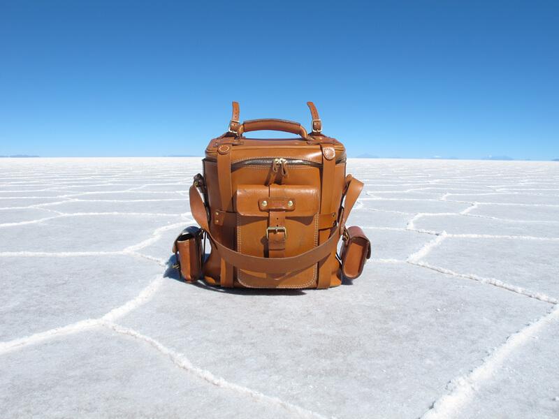ウユニ塩湖に立つ大型ギャジット3wayリュック(A-21) その2