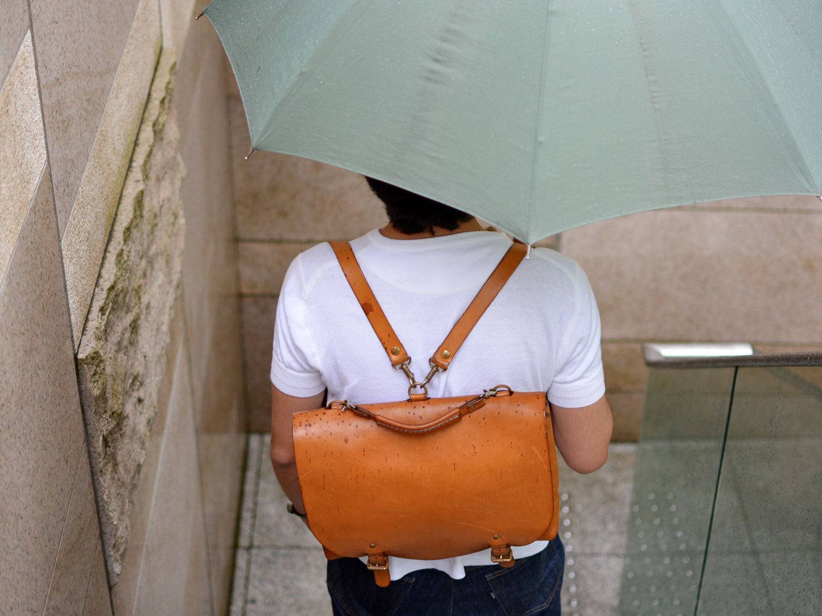 HERZなんでも実験室 Vol.1 雨に濡れてしまった!気になる雨染みどうなるの?