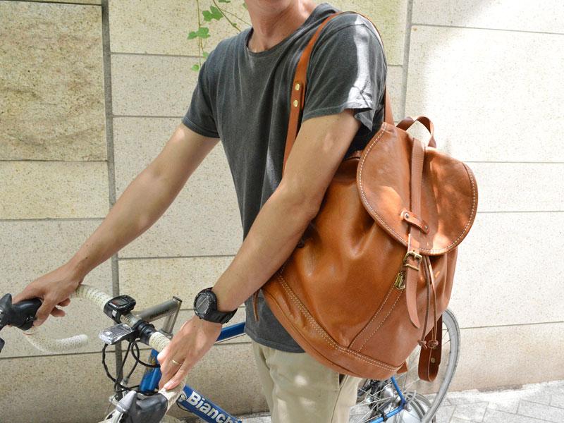 フジテレビドラマ「恋仲」にリュックとトートバッグが使用されています