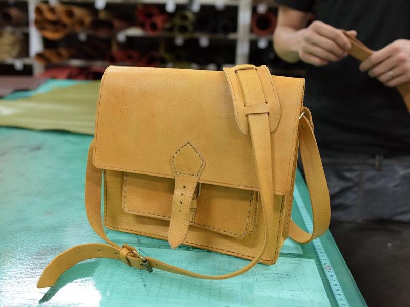 モロッコの革職人さんの鞄