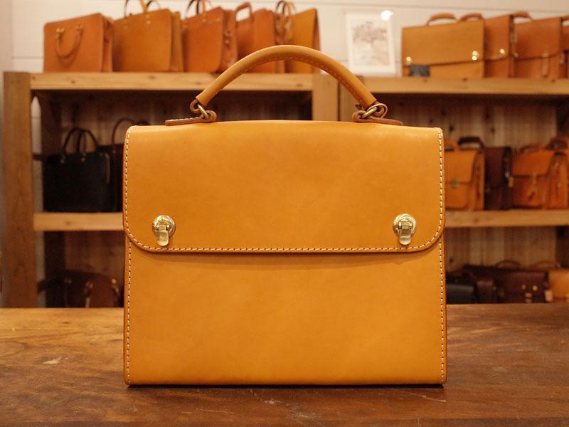 シンプルなデザインで持ちやすいクラシカル鞄