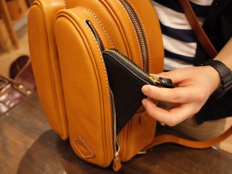 ポケットには長財布がぴったり収まります
