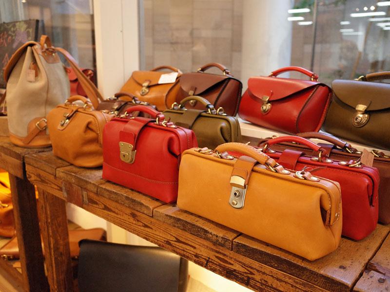 本店のサンプル鞄たち