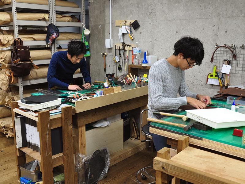 名古屋店の鞄製作風景3