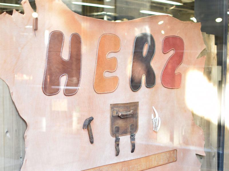革のHERZロゴ