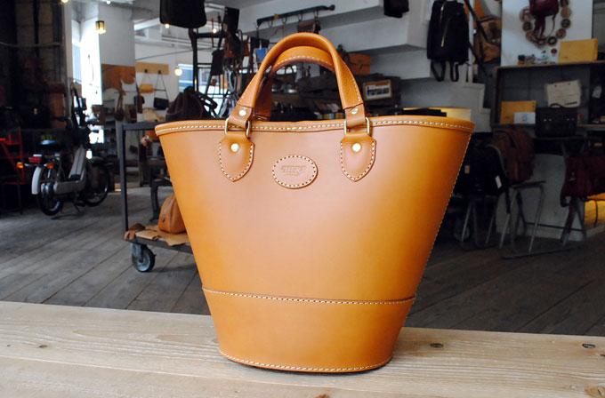 第六弾は大阪店スタッフ:浦西の楕円トートバッグ