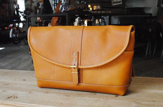 第七弾は大阪店作り手:松本の多収納メッセンジャーバッグ