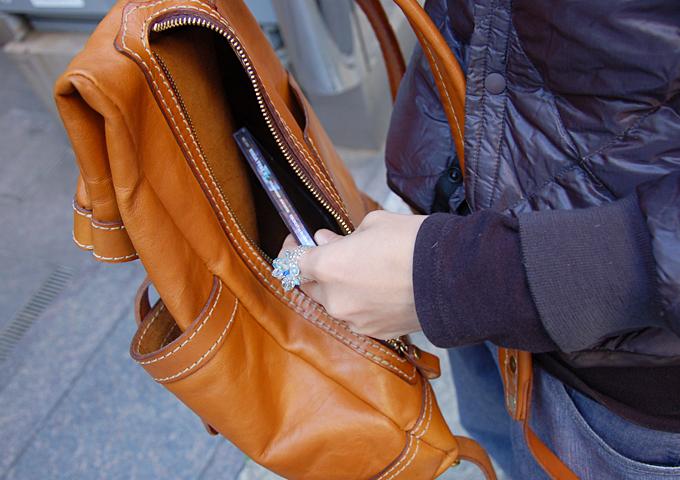 スタッフ愛用品:ダブルポケットのおじぎリュック 愛用法2