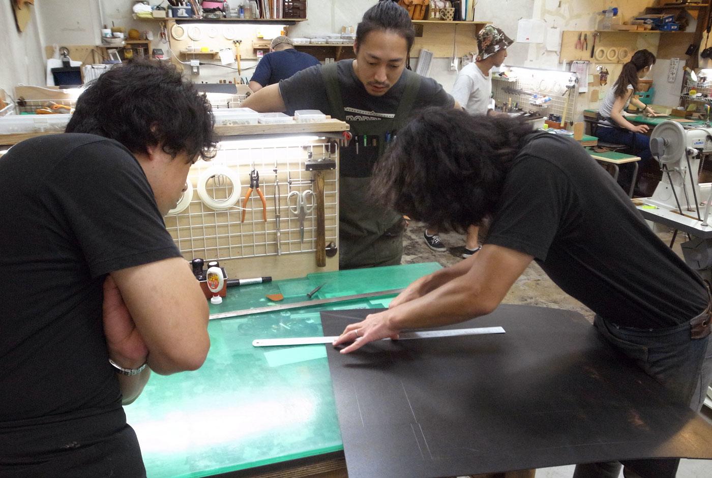 研修の目的は、あるカバンの作り方