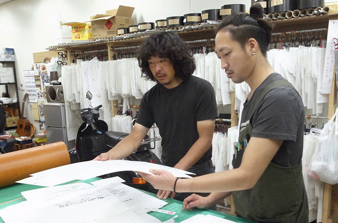 仙台店の店長で作り手:清水(左)と本店作り手:西川(右)。