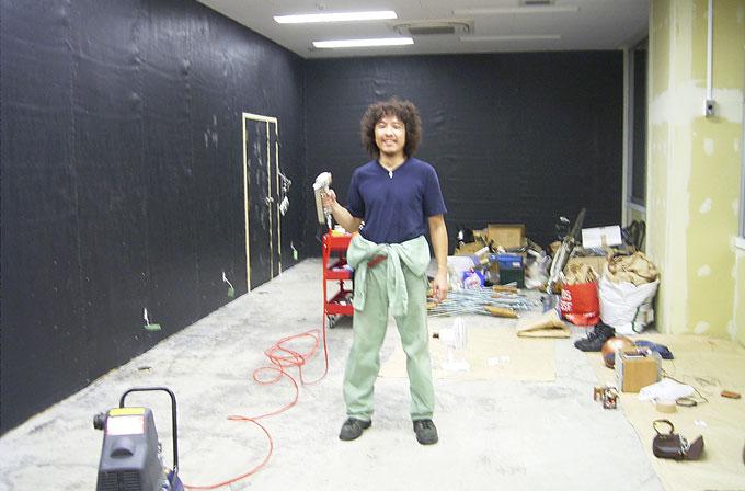 お店を工事する清水