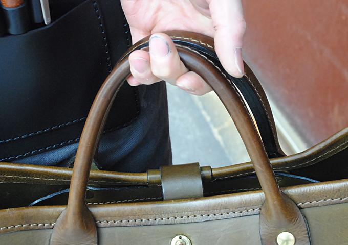 スタッフ愛用品:横型2wayトートバッグ エイジング取っ手