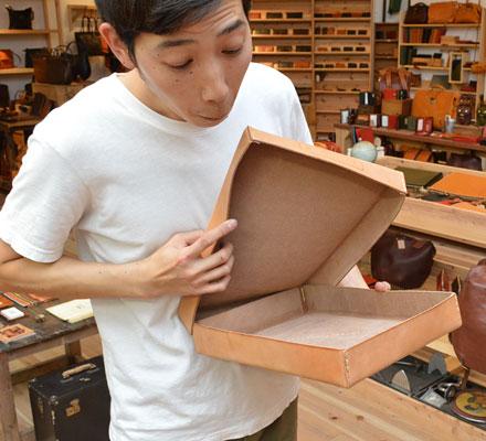 【贈り物】:革のお道具箱