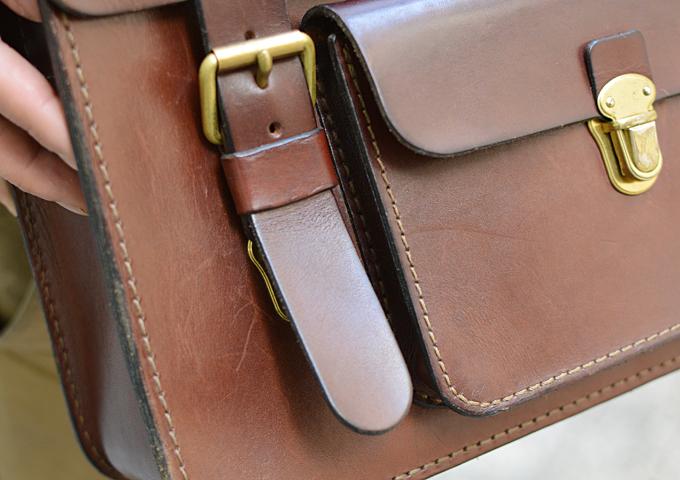 スタッフ愛用品: 学生鞄風・2wayビジネスバッグ エイジング 前ベルト