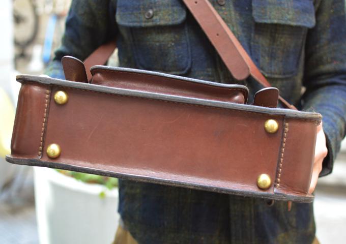 スタッフ愛用品: 学生鞄風・2wayビジネスバッグ エイジング底面