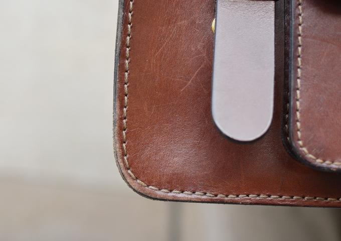 スタッフ愛用品: 学生鞄風・2wayビジネスバッグ エイジング 四隅