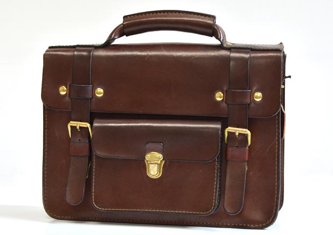 スタッフ愛用品: 学生鞄風・2wayビジネスバッグ 2年使用