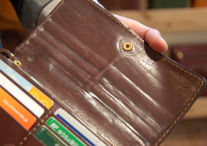 スタッフ愛用品:ジャバラ長財布 エイジング4