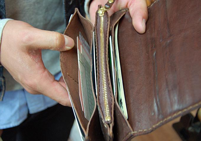 スタッフ愛用品:ジャバラ長財布 愛用法1