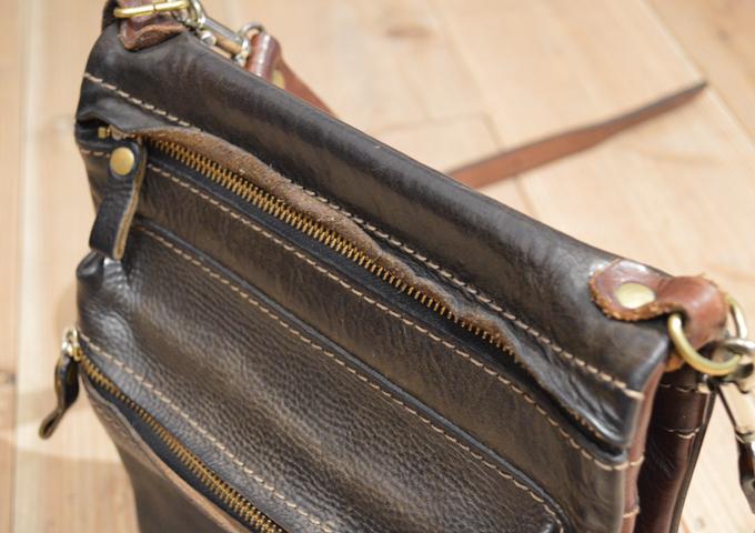 スタッフ愛用品: リバーシブルショルダーバッグの特別仕様 エイジング ファスナー