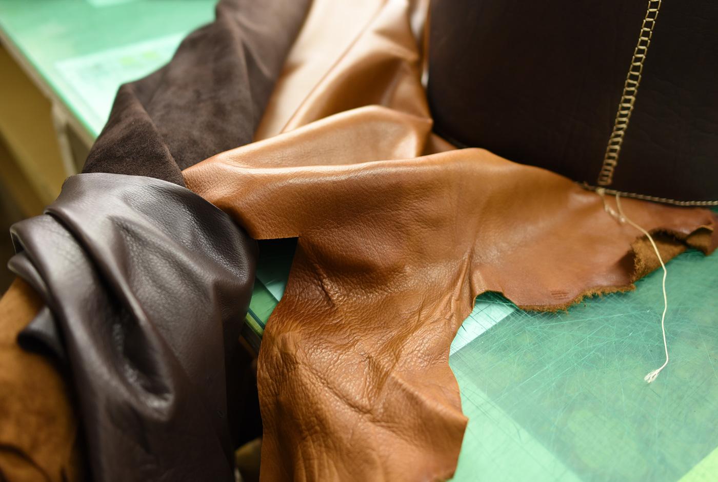 ソフトキップも巾着に使えそうなので、この革でも試作してみます。