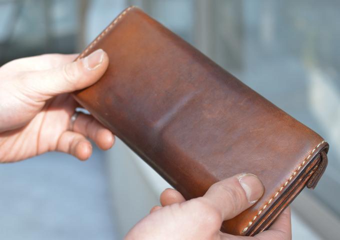 スタッフ愛用品: ソフトレザーの長財布 エイジング当たり